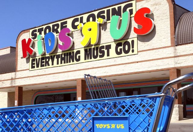Toys R Us going out of business